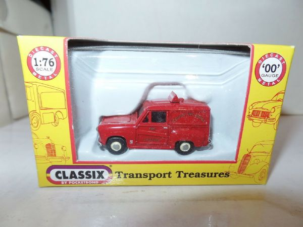 Classix EM76662 1/76 OO Scale Austin A30 Van County Fire Service - Roof Sign